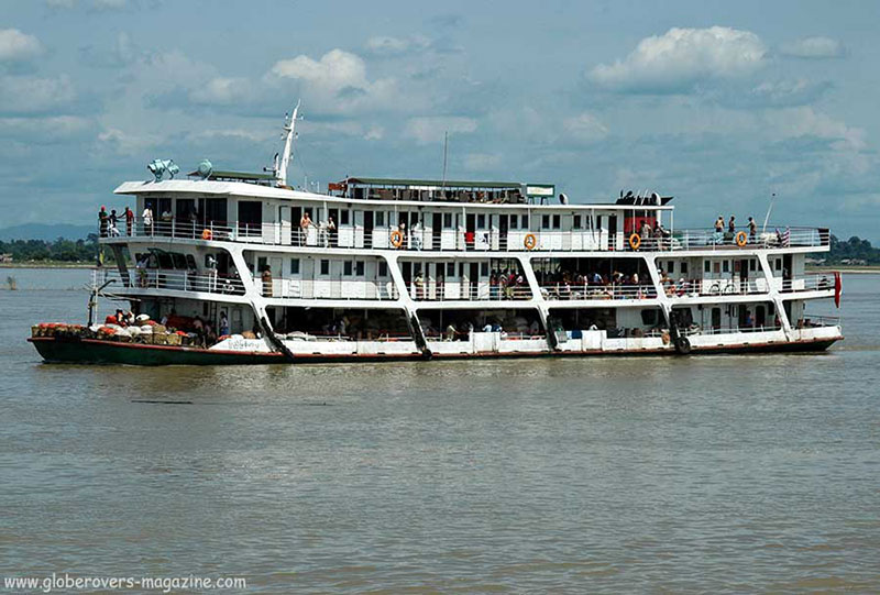 Unforgettable boat ride down the Ayeyarwaddy River