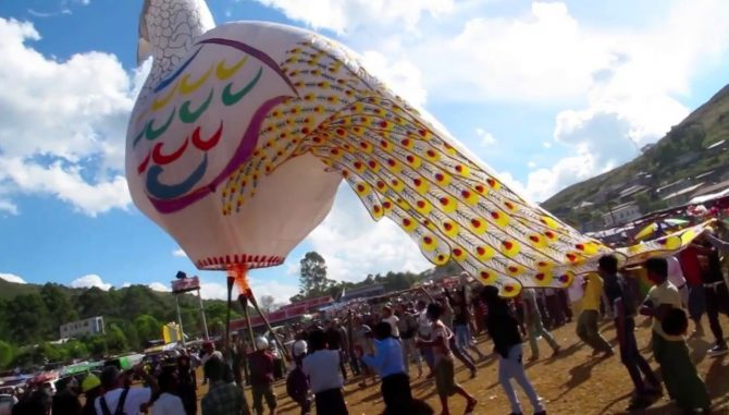 Nearly 400 balloons in the air at Taunggyi Balloon Festival 2018