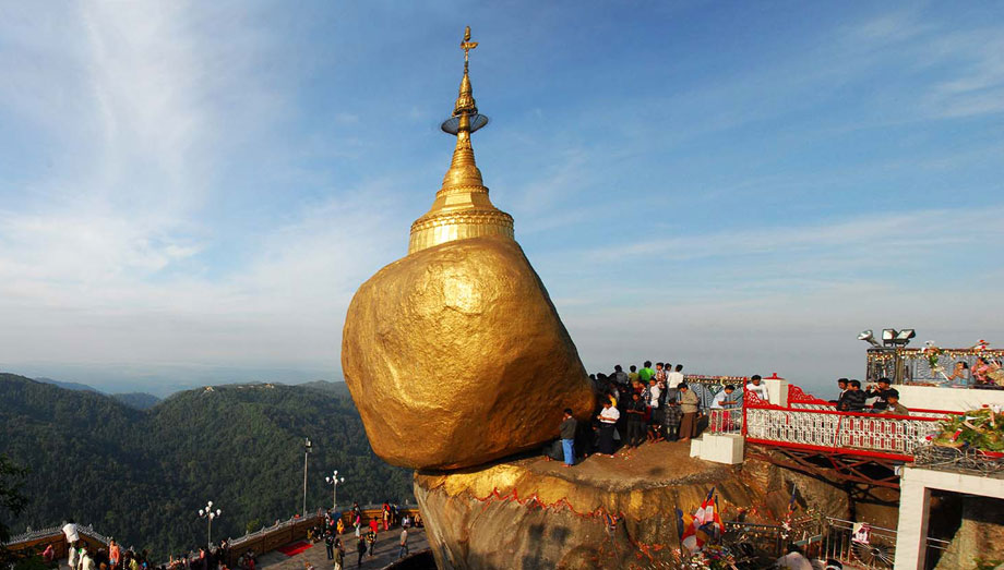 Visit Golden Rock (Kyaik Hti Yoe) in Myanmar