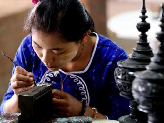 Traditional-handicraft-lacquerware-Bagan